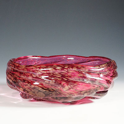 image of large murano art glass bowl in pink glass with aventurines 1950ties